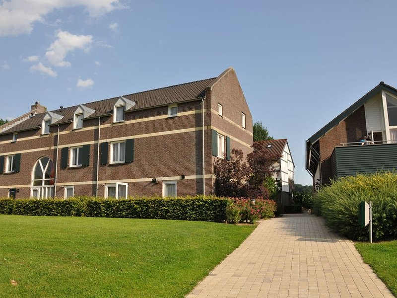 Tidy holiday home with a terrace in South Limburg, holiday rental in Plombieres