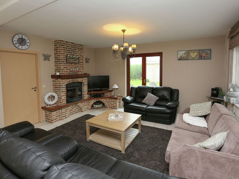 Beautiful detached home with spacious garden and infrared sauna, 800 m from the, location de vacances à Middelkerke