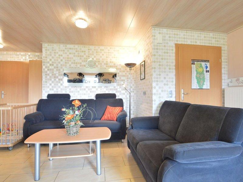 Comfy Holiday Home in Burg Reuland with Sauna, Terrace, BBQ, casa vacanza a Lutzkampen