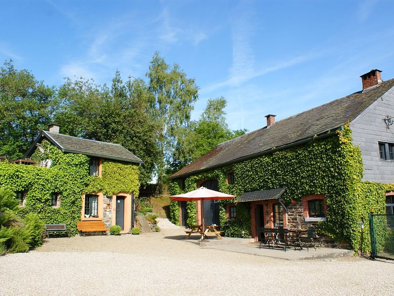 Atmospheric holiday home for the whole family with breathtaking views, holiday rental in Ligneuville