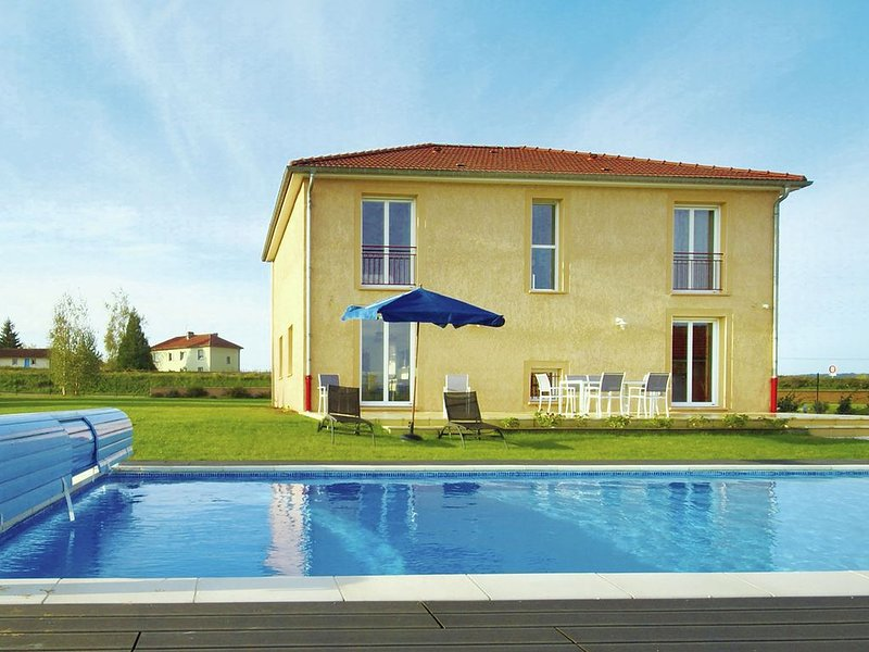 Huge Holiday Home in Lotharingen with Private Swimming Pool, holiday rental in Chaumont-sur-Aire