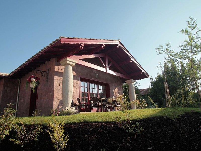 Luxury villa between the Atlantic coast (3 km) and Pyrenees, holiday rental in Urrugne