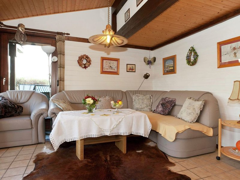 Mesmerising Holiday Home in Meschede-Hennesee with Terrace, holiday rental in Sundern
