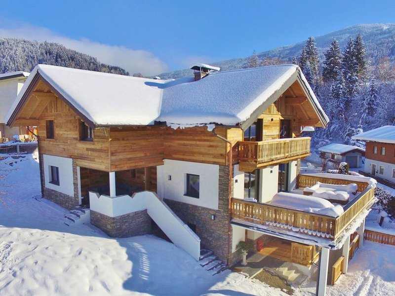 Luxurious, detached lodge with jacuzzi near the Wagrain ski area, location de vacances à Wagrain