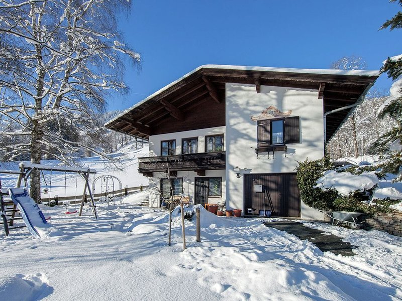 Sunny holiday apartment near Brixen and right by the ski slope!, holiday rental in Brixen im Thale