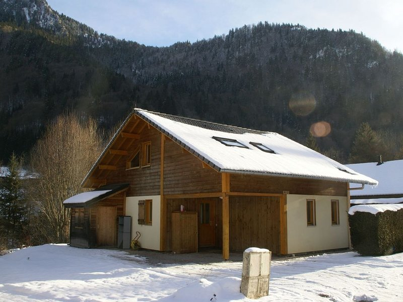 Modern 8 pers chalet, spacious and neatly decorated., casa vacanza a Saint Jean Aulps