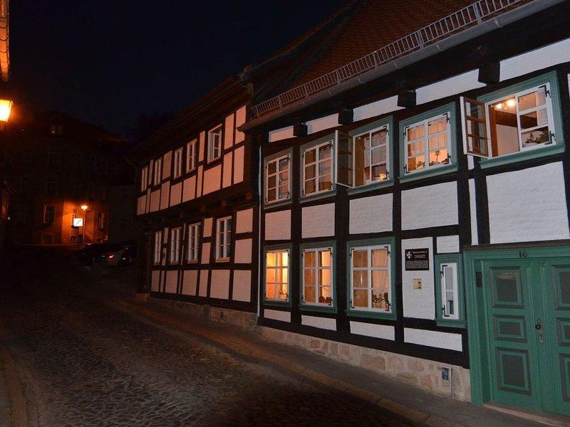 2-person studio in Blankenburgs oldest half-timbered house., location de vacances à Neuwerk