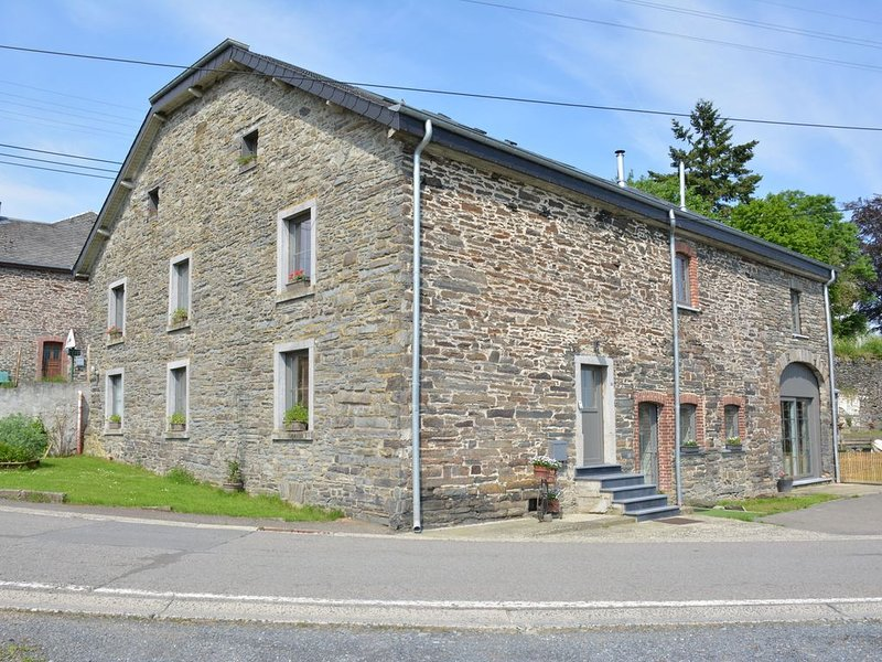 fully renovated farmhouse with large terrace and beautiful views, holiday rental in Lullange