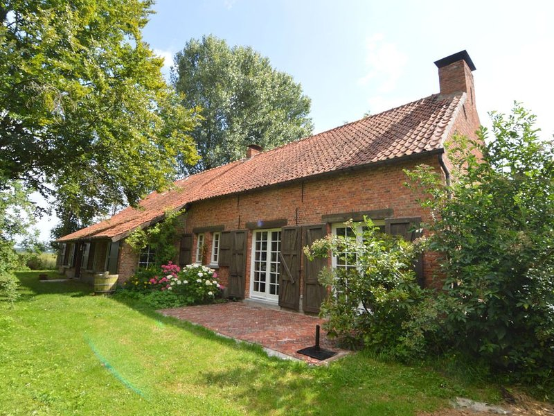 Vintage Mansion in Hoogstraten with Garden, holiday rental in Merksplas