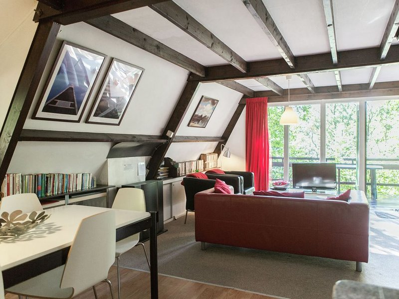 Quaint Chalet in Petithan with Roofed Swimming Pool, aluguéis de temporada em Durbuy