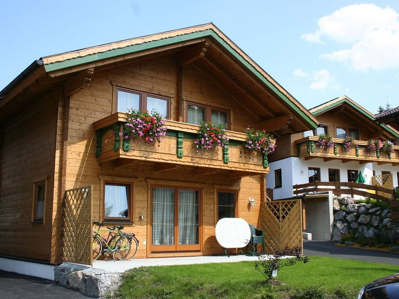 New, detached, deluxe chalets in Tirol, location de vacances à Worgl