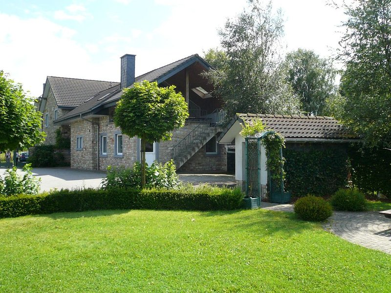 Charming cottage with jacuzzi and sauna, High Fens, holiday rental in Robertville