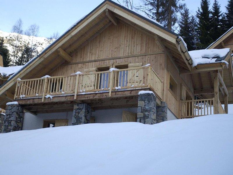 Detached chalet with open fire in the exclusive Alpe d'Huez chalet district., location de vacances à Allemond