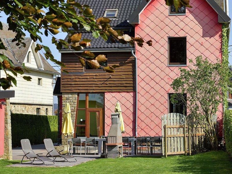 Spacious Villa in Sourbrodt with Sauna, casa vacanza a Sourbrodt