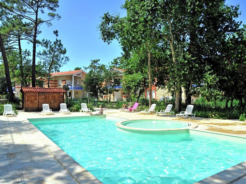 Comfortable apartment with an oven, 3 km. from the beach, location de vacances à Talais