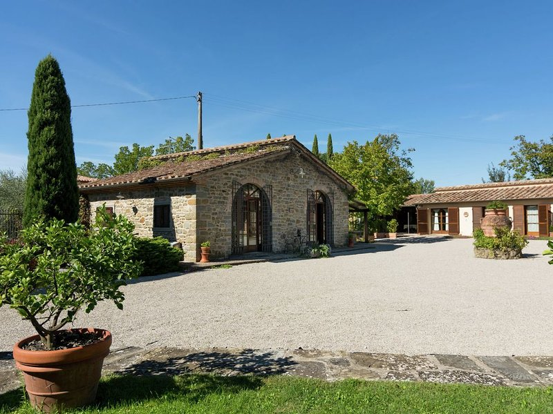 Luxurious, cozy apartment with pool near Cortona in Tuscany versatile, location de vacances à Cortona