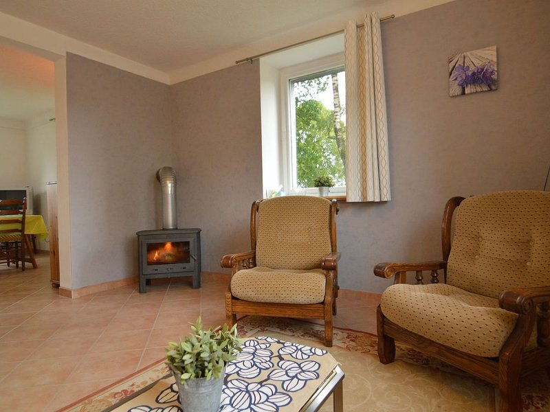 Holiday Home in Elsenborn with Garden, Heating, Barbecue, holiday rental in Wirtzfeld