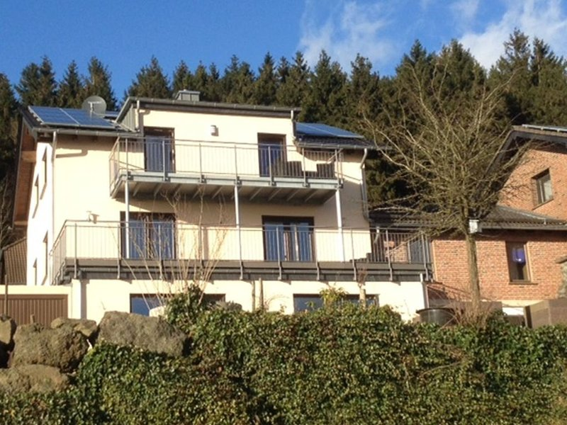 Modern apartment directly at the forrest, with a terrace with a panoramic view, holiday rental in Prüm
