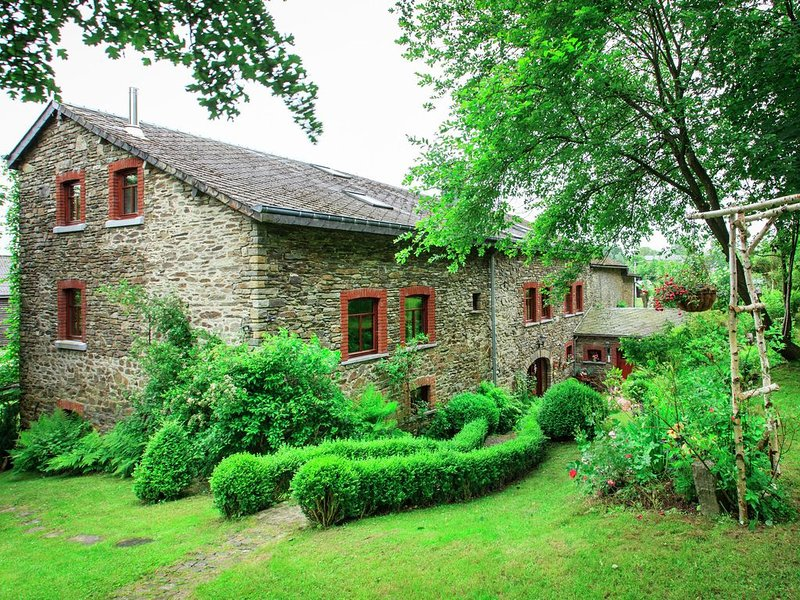 Completely new, attached gite, decorated with taste and care., vacation rental in La Roche-en-Ardenne