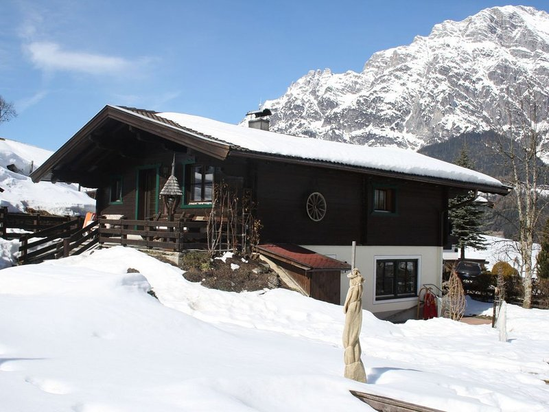 Detached chalet, close to the piste and 600 m from the pleasant centre., holiday rental in Leogang