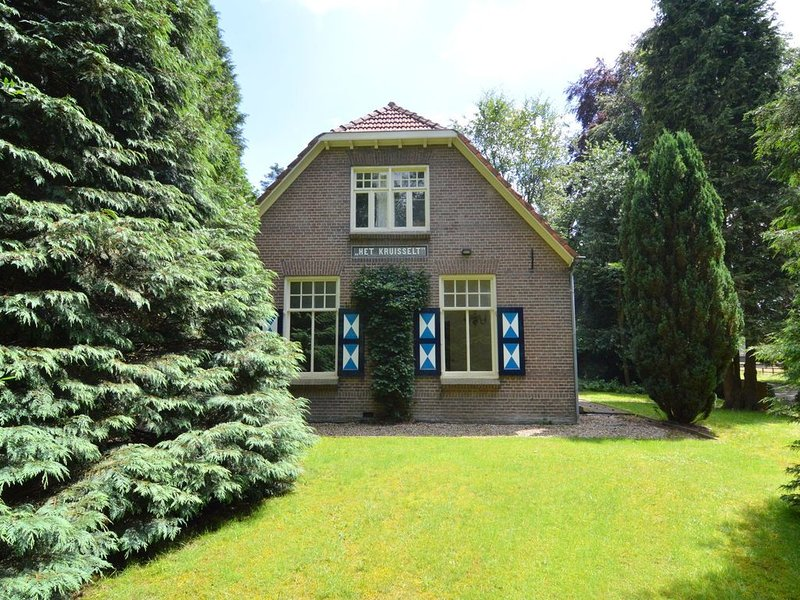 Cozy Holiday Home in Zelhem with Forest Near, vacation rental in Hengelo