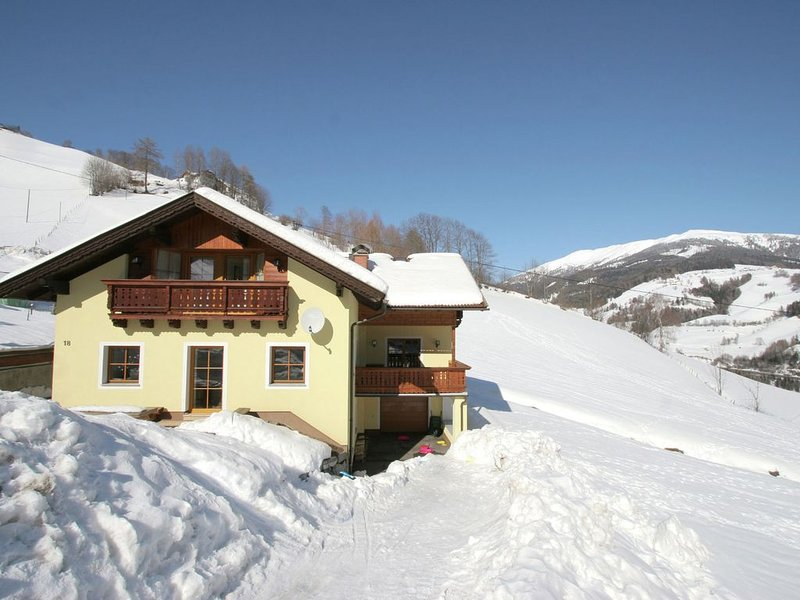 Beautiful luxury 5 star chalet, 17 people with in-house wellness centre. A winn, holiday rental in Katschberghohe