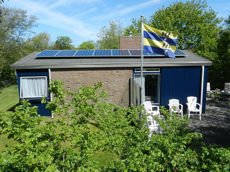 Detached bungalow with its own garden, holiday rental in Ameland