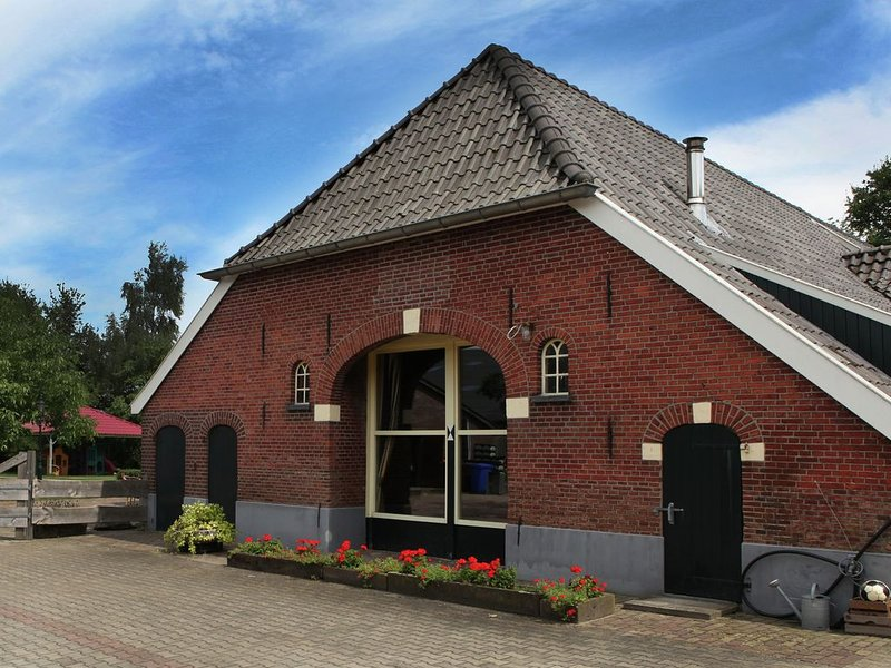 Lovely holiday home in Achterhoek region close to the forest, casa vacanza a Vorden