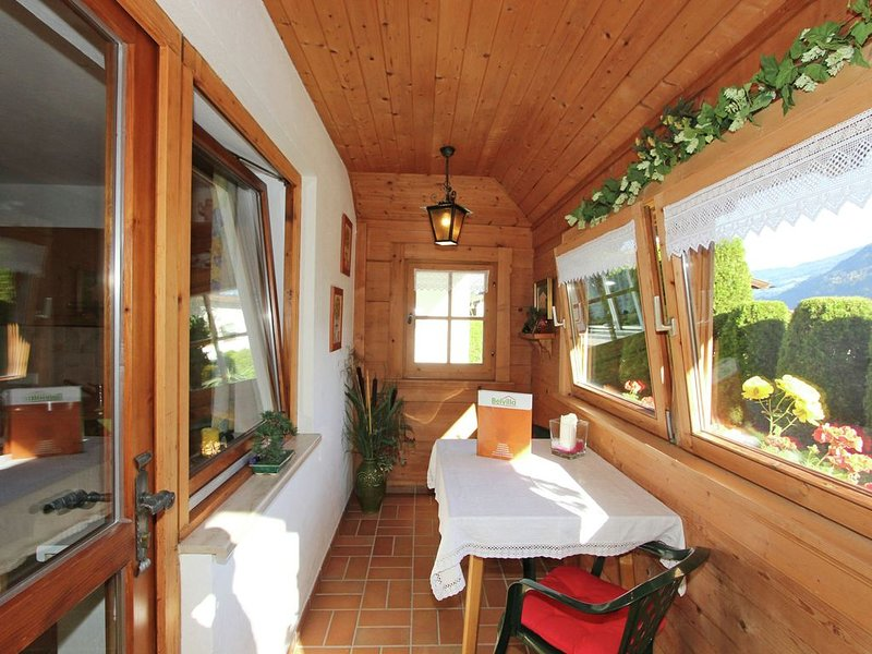 Lovely cosy apartment with lots of privacy at the edge of Ried, holiday rental in Ried im Zillertal