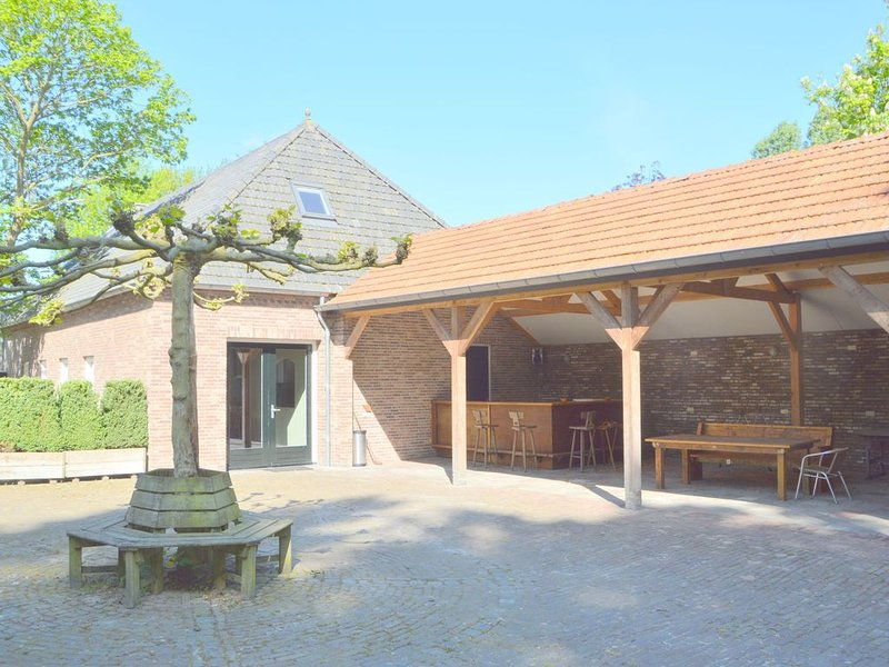 Spacious holiday home nearby the national park Loonse en Drunese Duinen, vakantiewoning in Goirle