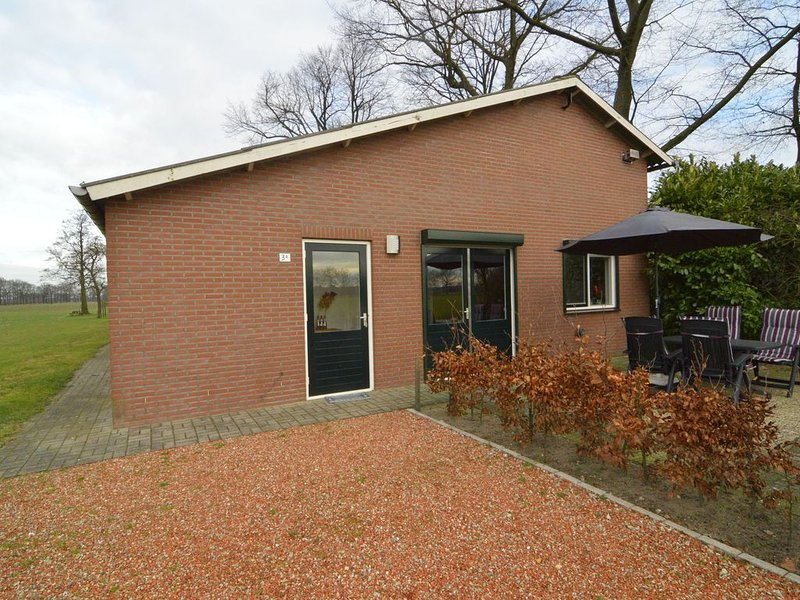 Modern holiday home on a farm in walking and cycling environment 'de Achterhoek', vacation rental in Megchelen
