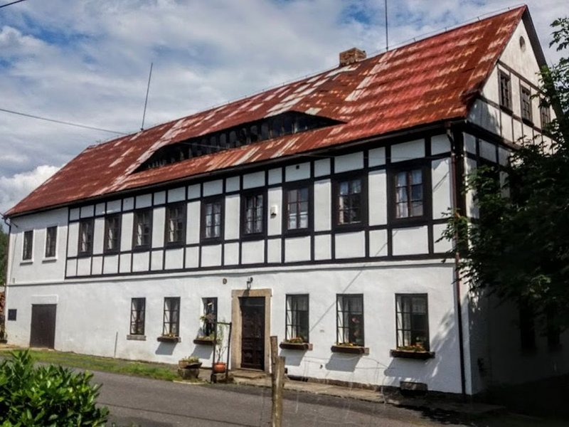 Farmhouse at a rustic location in the Saxon Switzerland National Park., location de vacances à Krasna Lipa