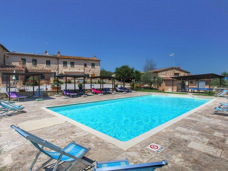 Gorgeous Cottage in Asciano with Swimming Pool, casa vacanza a Asciano