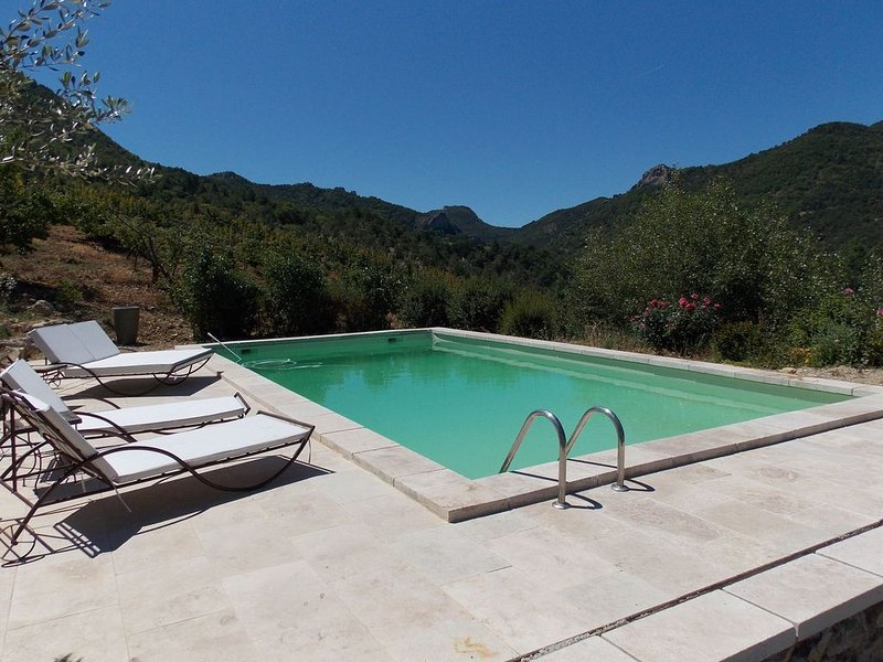 Remote spacious property in Drôme, piscine, vakantiewoning in Vercoiran
