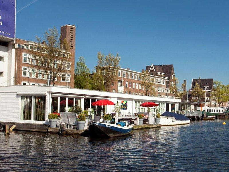 A Bed & Breakfast on a splendid houseboat, holiday rental in Weesp