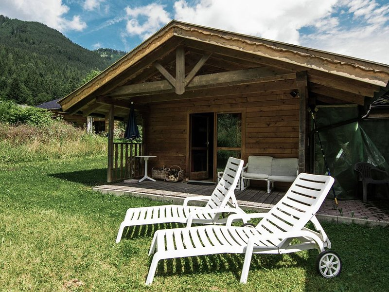 Cosy little holiday home in Chiemgau - balcony, sauna and swimming pool, vacation rental in Ruhpolding
