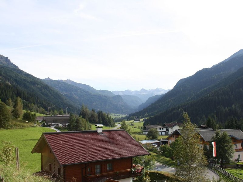 Perfectly furnished modern apartment with large garden just outside Radstadt, holiday rental in Untertauern