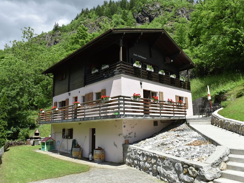 Looked after holiday house with a superb view concerning the Rhônedal., location de vacances à Blatten