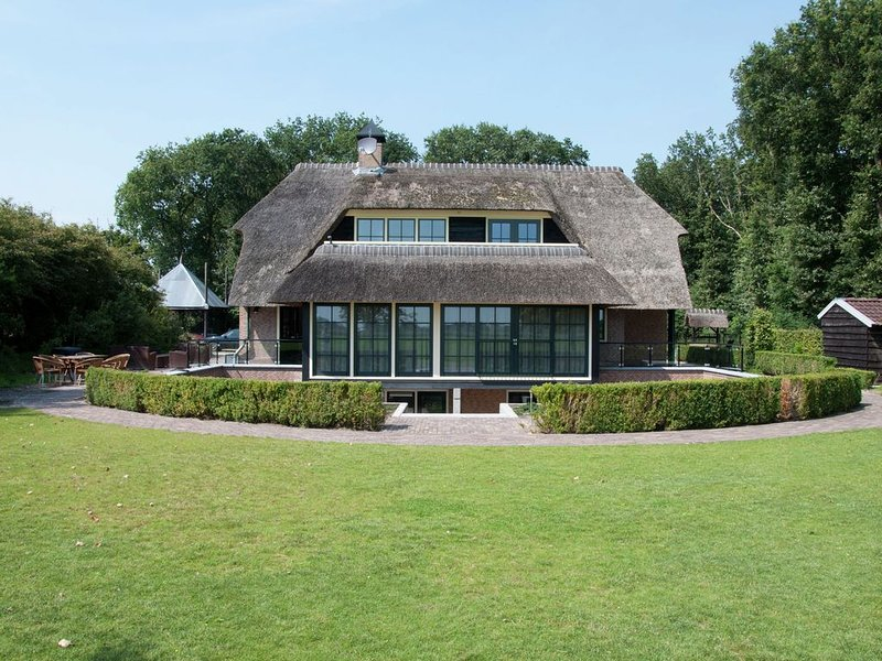 Spacious Mansion in Nijensleek with Sauna, holiday rental in Wanneperveen