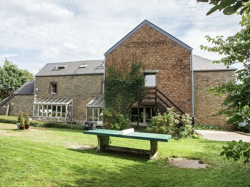 Ardennes holiday home with private pool & sauna, vacation rental in Clavier