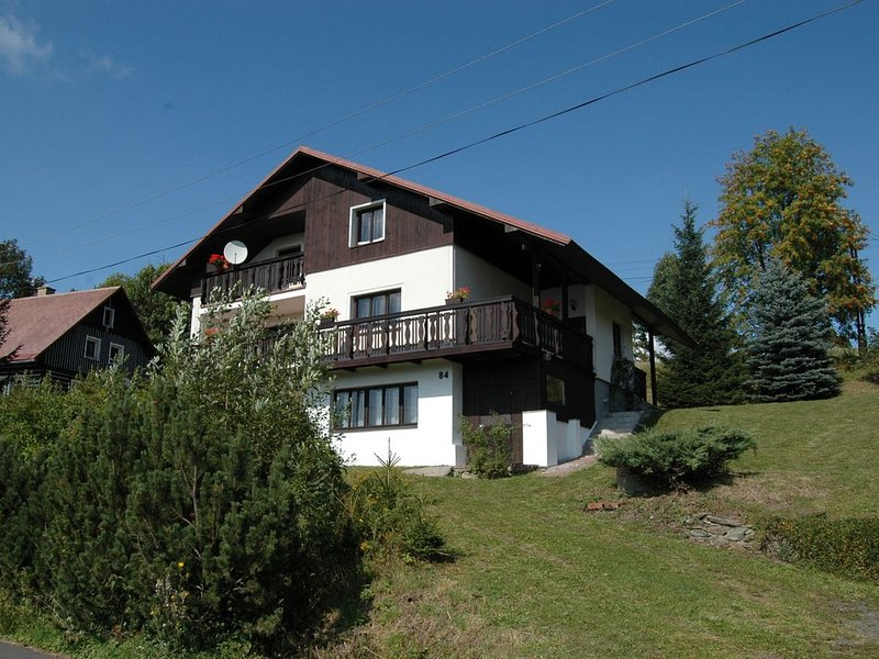Spacious cottage in the Giant Mountains, 1 km from the skislopes, holiday rental in Vitkovice