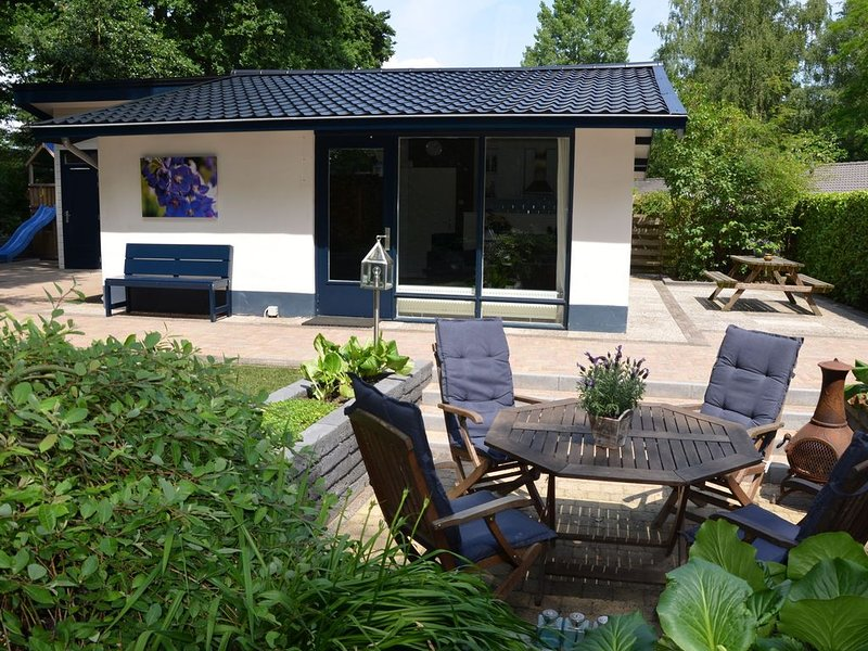 Cosy on ground level home, wifi, central location, many children's equipment, holiday rental in Ermelo