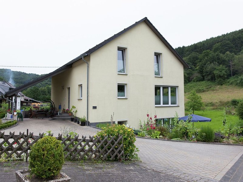Gorgeous Apartment in Merschbach with Terrace, vacation rental in Kowerich