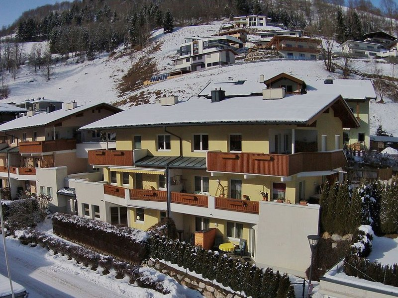 Beautiful, tastefully furnished apartment with lovely garden., holiday rental in Kaprun