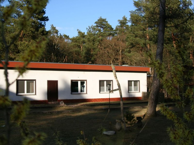 Detached house in the middle of extensive Waldgebiet.Ruhige location in close p, holiday rental in Erkner