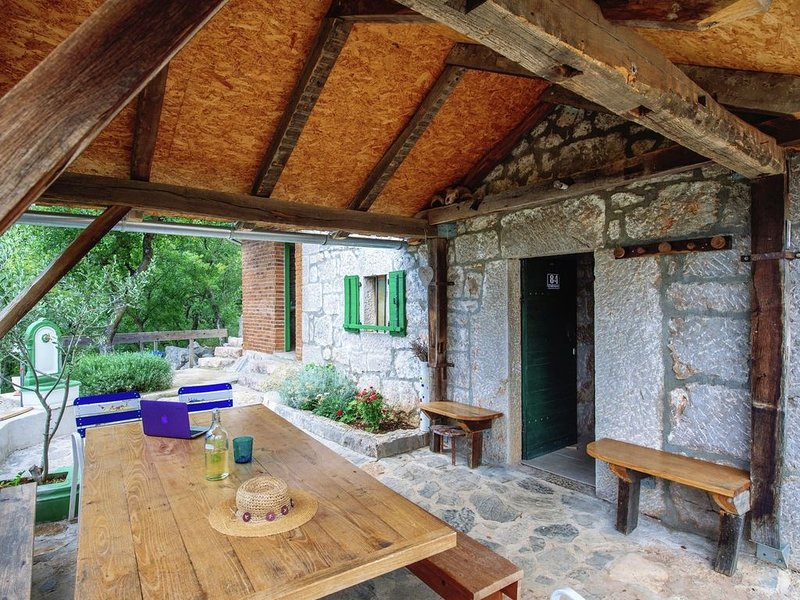 Authentic stone house on the mountain Velebit with unique view on the islands, vacation rental in Starigrad-Paklenica