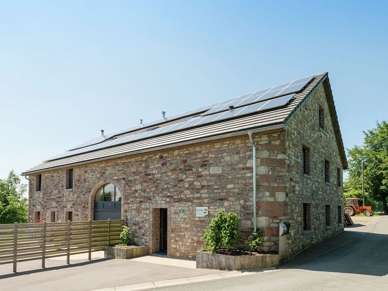 Heritage Holiday Home in Ovifat with Sauna, holiday rental in Robertville