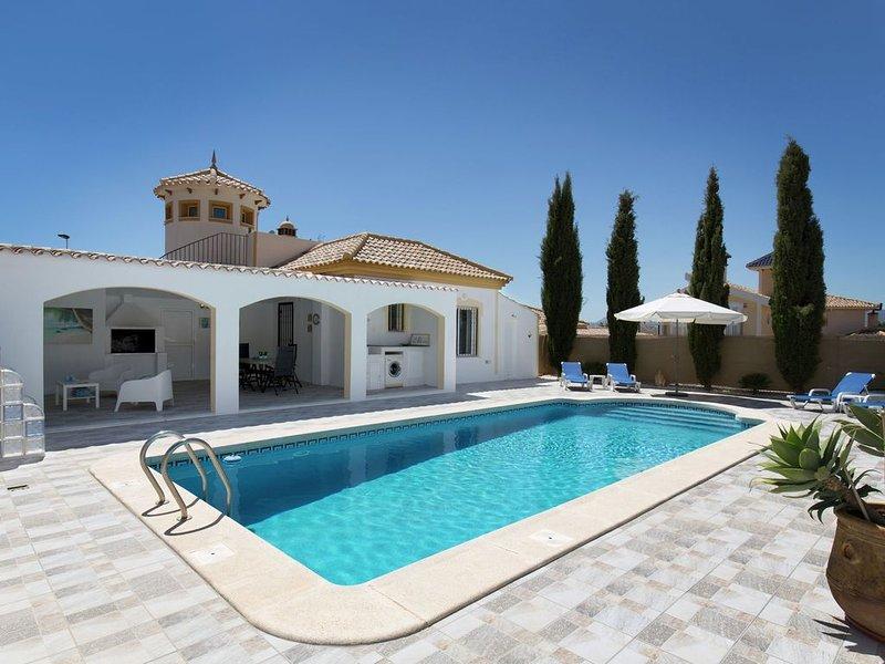Detached villa with private pool on Mazarron Country Club, 3 km from Mazarrón o, alquiler de vacaciones en Mazarrón