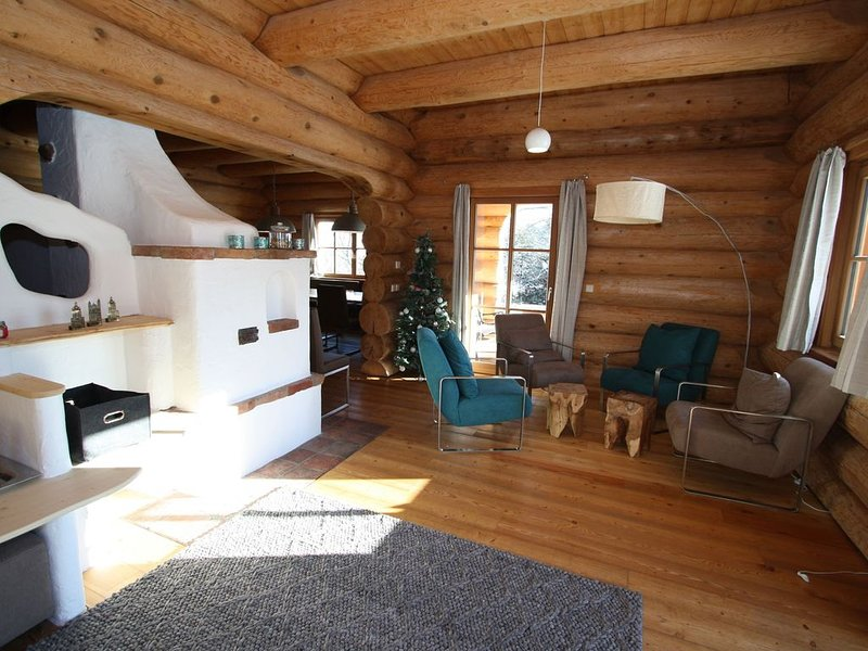 Unique log cottage with in-house wellness, centrally located in Lungau valley., vacation rental in Mauterndorf