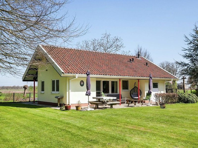 Holiday Home in Heino with Roofed Terrace and Fenced Garden, vacation rental in Overijssel Province